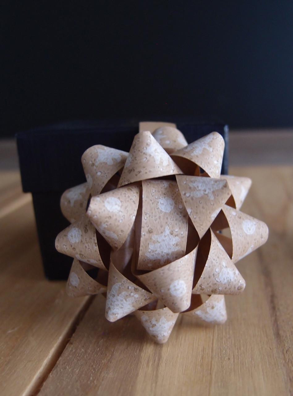 "Kraft Paper White Christmas Trees 2"" Star Bows"