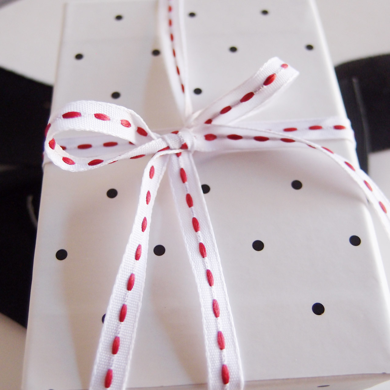 White with Red Center Stitch Grosgrain Ribbon