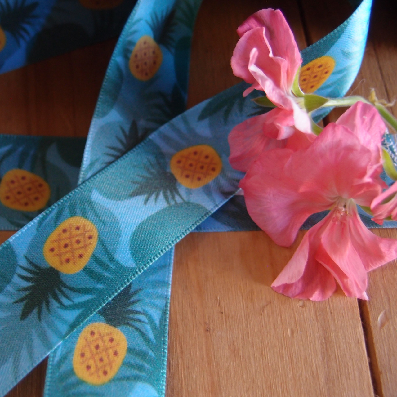 "1"" x 10 meters Hawaiian Pineapples Blue Satin Ribbon"