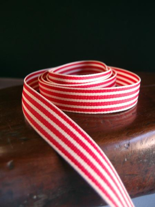 Red & Ivory Seersucker Striped Grosgrain (3 sizes)