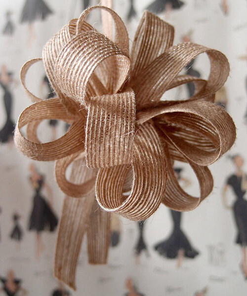 Wholesale jute pull bows for decorating and packaging of bouquets, floral arrangements, jewelry boxes, and gift baskets.
