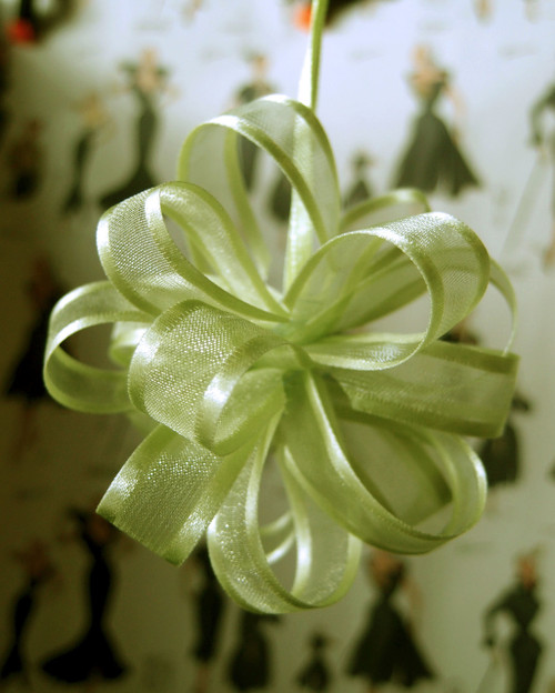 Lime Green Sheer w/Satin Edge Pull Bow (2 sizes)