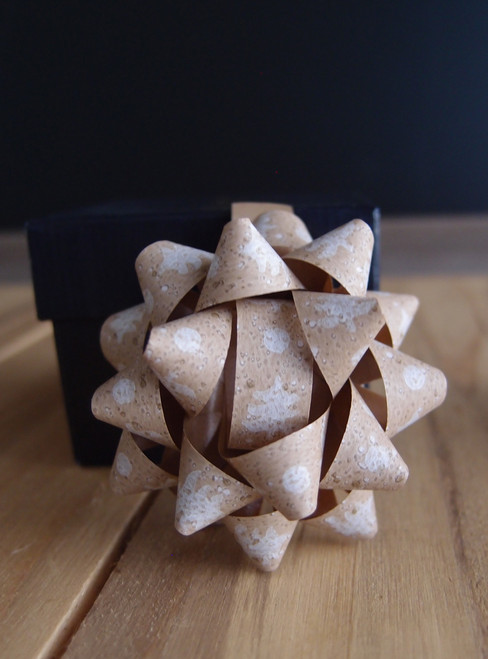 "Kraft Paper White Christmas Trees 2"" Star Bows"
