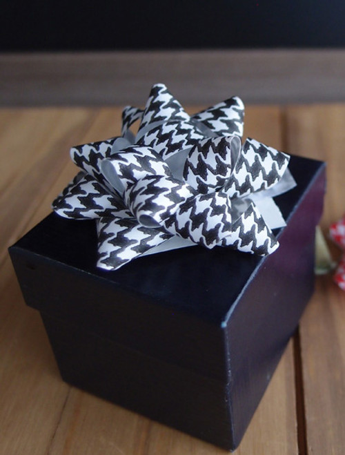 "Black & White Houndstooth 2"" Star Bows"