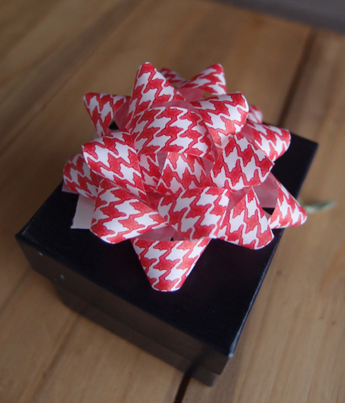 "Red & White Houndstooth 2"" Star Bows"