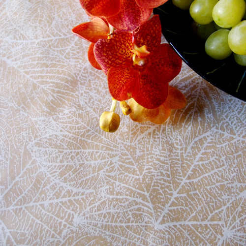 """20"""" x 10 yards Kraft Paper White Leaves Disposable Table Runner By The Roll"""