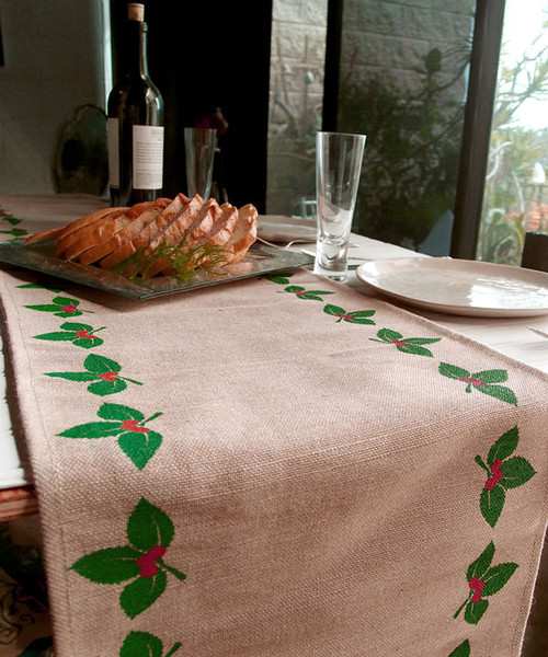 "13""x108"" Mistletoe Printed Jute Cotton Blend Table Runner"