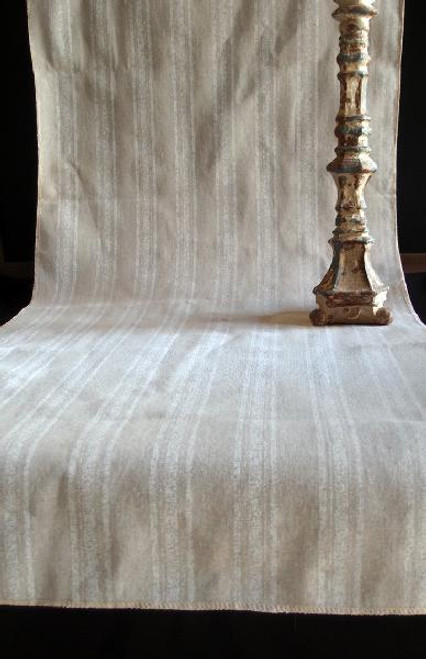"19""x108"" White Stripes Linen Table Runner with Selvaged Edge"