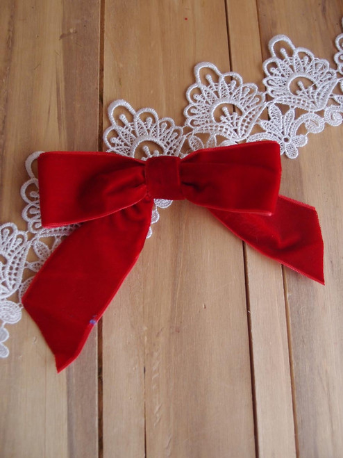 "Red 5"" Velvet  Pre-tie Bow w/Twist-tie"