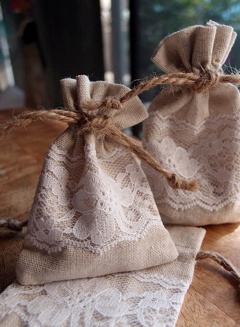 "Linen Bag with Lace - 3""x4"""