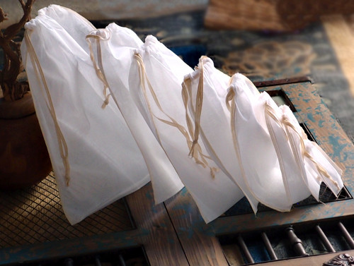 See-thru Muslin Bags with Ivory Serged Edge (8 sizes)