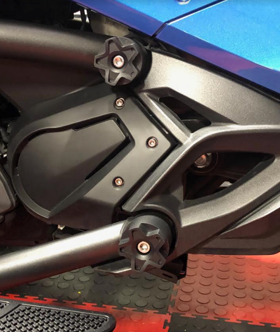Can Am Spyder F3 Star frame caps (LG-1017-1018) by Lamonster Kit comes with four frame caps for upper and lower frame on both sides. Fits: F3/F3-S/F3-T/F3-LTD 2015 - Present Included with this kit