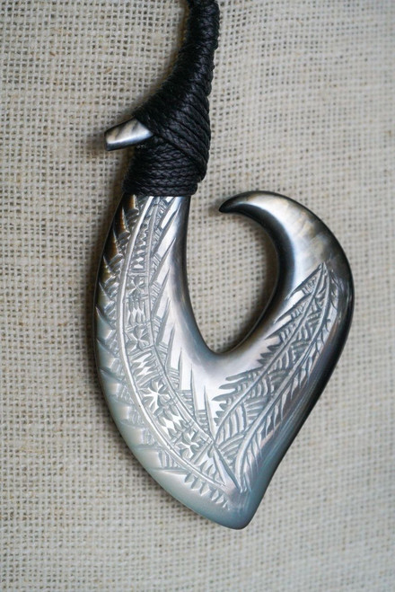 Carved Shell Hook BRPS304