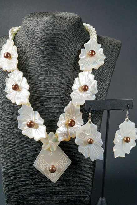 WEBJN14 WHITE SHELL FLOWER WITH MOP PEARL SET