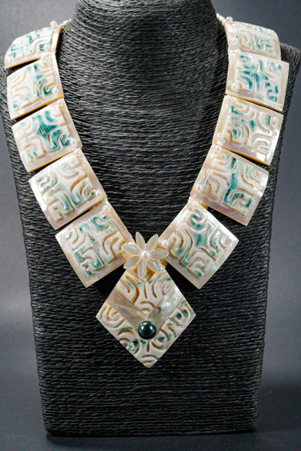 WEBJN47 MOP SHELL WITH PEARL NECKLACE