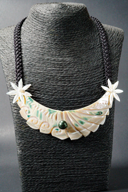 WEBJN51 MOP PEARL WITH ROUND SHELL NECKLACE