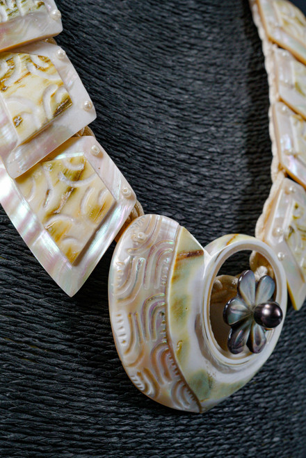 WEBJN53 MOP SHELL WITH TAHITIAN PEARL NECK