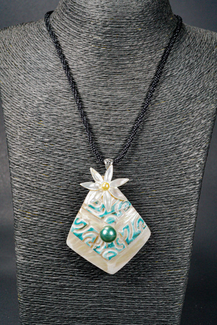 WEBJN74 MOP SHELL PENDANT WITH MOP PEARL