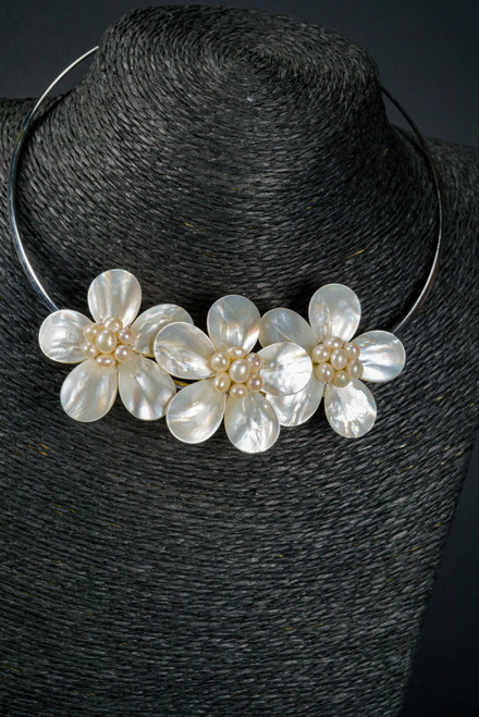 WEBJN92 3 FLOWER NECKLACE WITH PEARL