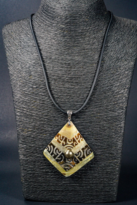WEBJN101 BLACK SHELL CARVED WITH PEARL PENDANT