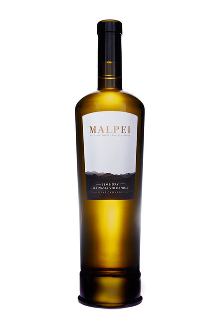 The combination of two varietals, malvasia volcanica and moscatel, this original wine is an explosion of aromas and flavors. Hay yellow with golden aspects. Clean and bright. Tropical fruit and floral aromas.Fresh with well-balanced sugar and acidity. Ample and excellent experience in the mouth.