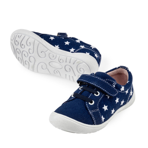 This great canvas shoe is fantastic for Spring.  It has a toe cap to protect the canvas, arch support and has leather lining..A must for kinder kids as it supportive for all day play..Your children will outgrow these before they destroy them..    Perfect for a standard foot.    Inside measures:  (UK)  sz 24/15cm  sz 25/15.5cm  sz 26/16.5cm  sz 27/17cm  sz 28/17.5cm  sz 29/18.5cm  sz 30/19cm  sz 31/19.5cm  sz 32/20.5cm