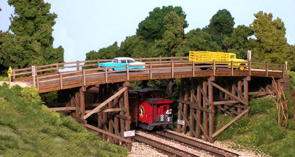 Monroe Models 2007 HO Scale Country Road Bridge (kit)