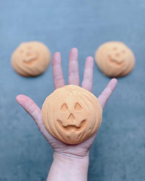 FALL FAVORITE | pumpkin bath bomb