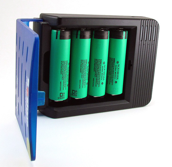 Smart Li-ion 18650 Four Channel Battery Charger and Four 3100mAh Panasonic NCR18650A Batteries Charging Kit