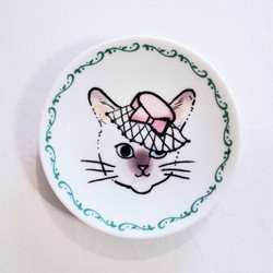 Fair trade cat mini plate with fascinator hat from Japan