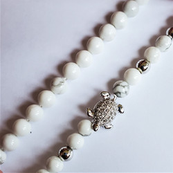 Fair trade beaded turtle stretch bracelet from China