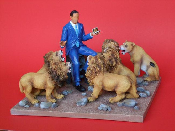 Pack of 4  of President Obama in the Lion's Den Figurine - Annie Lee
