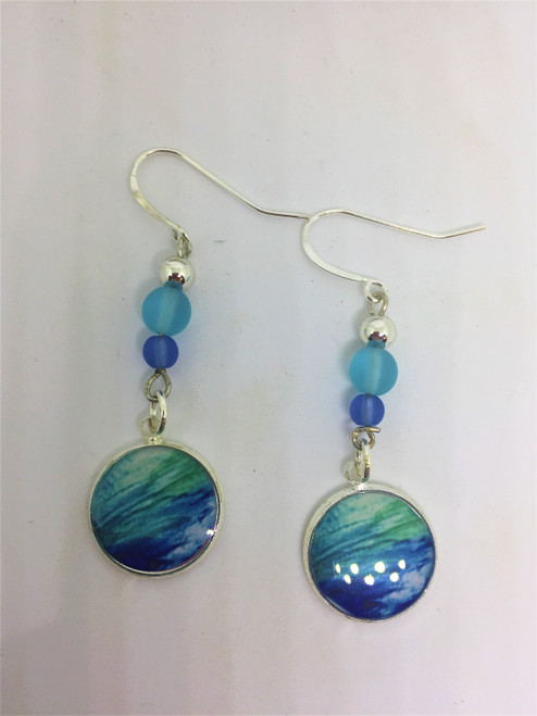 Summer Days 16mm earrings embellished with mother-of-pearl sea glass