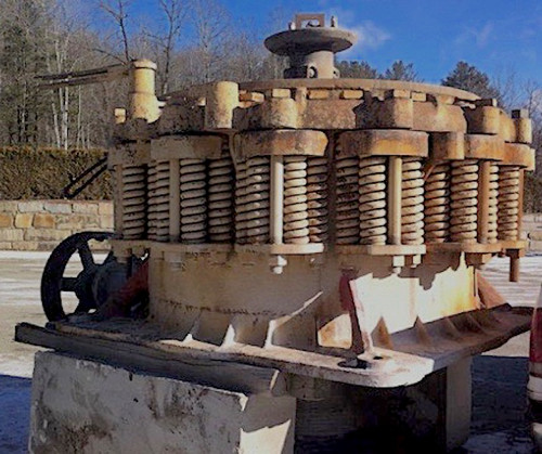 5.5 ft Symons standard cone crusher