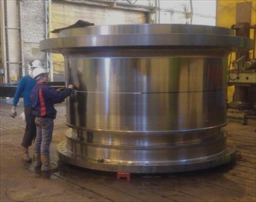 26 x 14 ft (7.9 x 4.2 m) SAG Mill 6,300 HP (4700 kW) Motor
