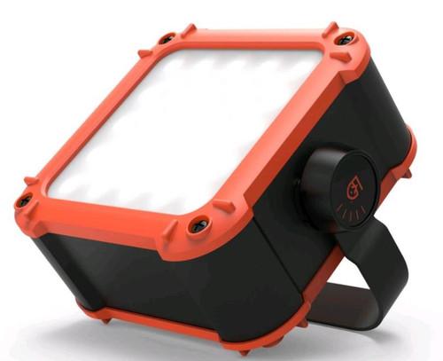 Gear Aid Flux Light & Power Station 640 Lu LED, 20,800mAh Battery
