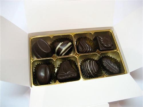 White gift box - 8 assorted dark chocolates $18.50