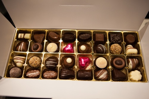 White gift box - 32 chocolates with cerise hearts $67.50