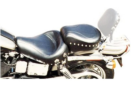 Mustang One-Piece Wide Touring Seat for Dyna/Wide Glide '06-17 - Studded