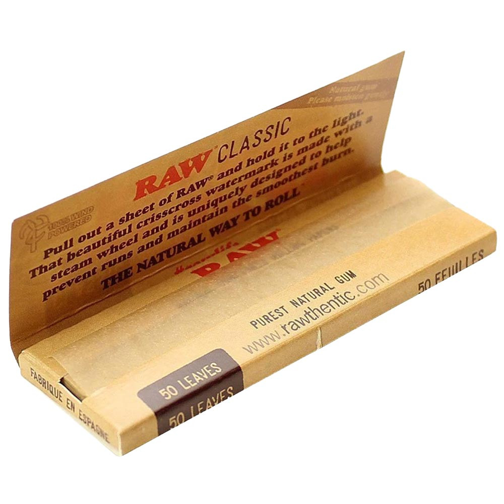An open pack of Raw Classic 1 1/4 Paper.