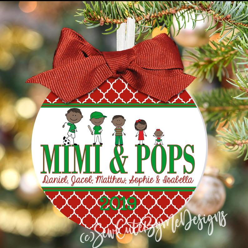 Christmas Ornament – Personalized Grandma / Grandpa with Custom Grandkids Characters - Quatrefoil - dark skin