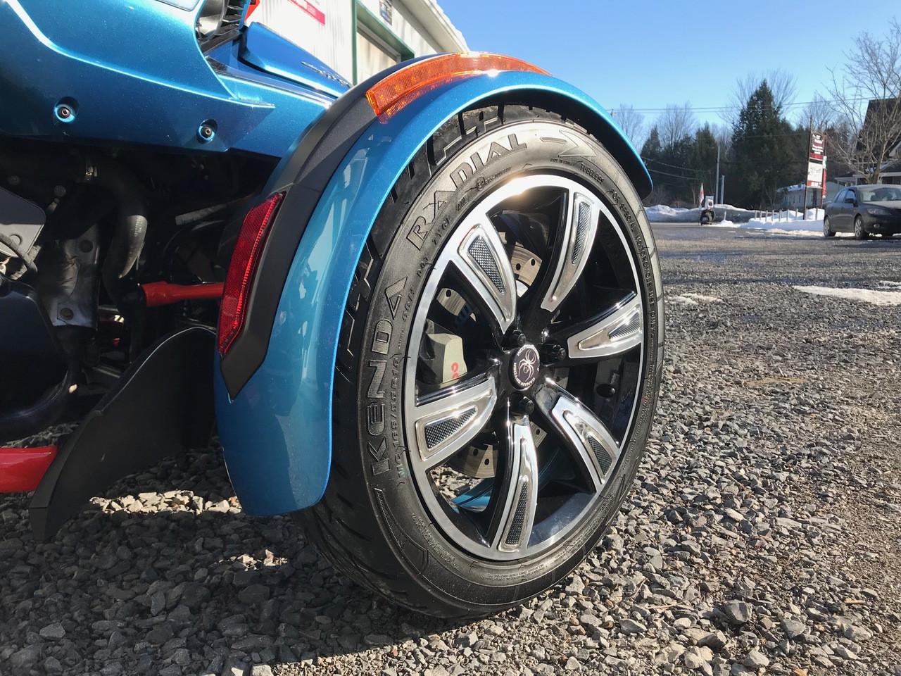 F3 Spyder Chrome/Carbon Fibre Wheel Trims #601 (24 pcs)