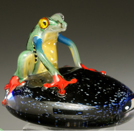 "hand made glass ""Costa Rica"" Frog on ""Starry Nights"" pedestal ground. 3-4"""
