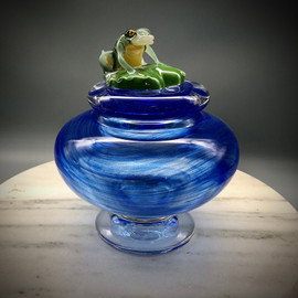 Green Frog on Lilypad Lidded Jar/bowl, showcasing both traditional glassblowing and all glass torchworking (Painting with glass) & murrine making techniques, handmade by glass Artisan Chris Sherwin at his Sherwin Art glass studio in Bellows falls, Vermont