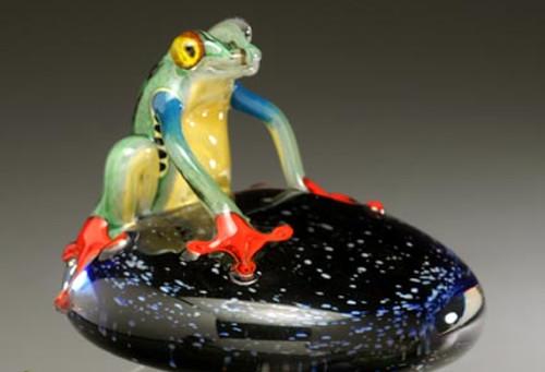 """Costa Rica"" Frog on Starry Nights pedestal"