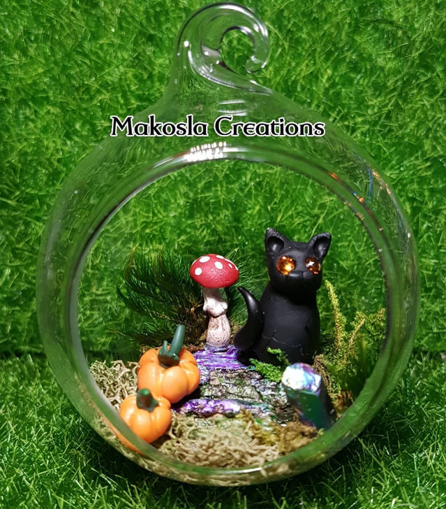 Adventurer Kitty Cat Terrarium Ornament