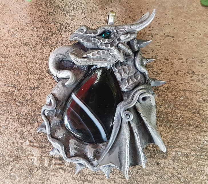 Onix Agate Grey Dragon Pendant