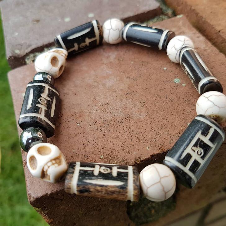 Howlite Skulls Bracelet (M-L)