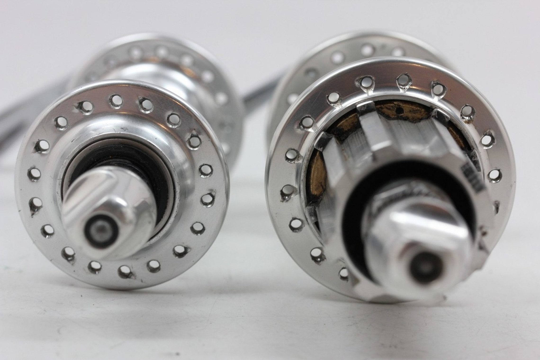 Campagnolo Chorus 9/10/11 Speed Hubset: 1999-2006 O.S. Axle - 36H - QR Skewers (EXC+)