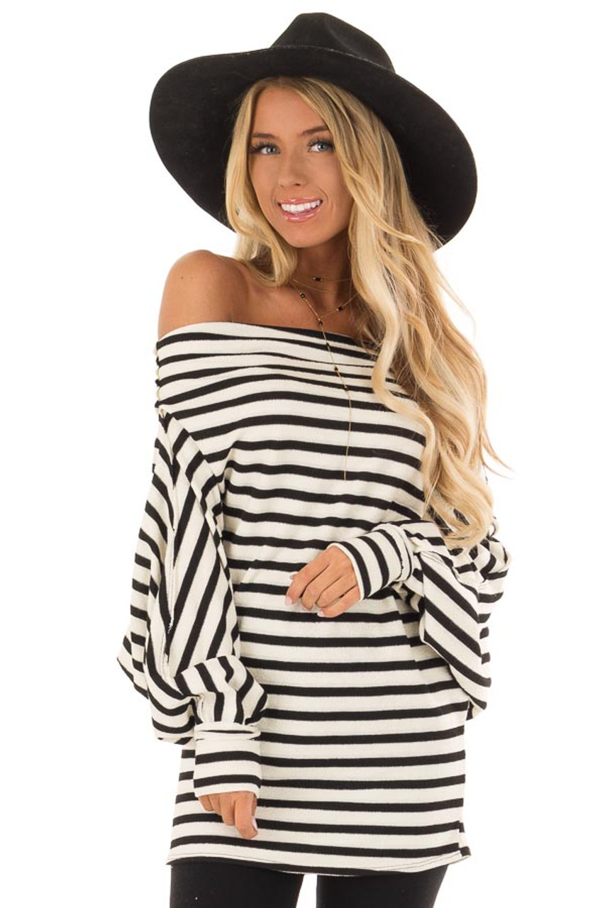 9f652ab601dd83 Off White and Black Off the Shoulder Long Balloon Sleeve Top front close up